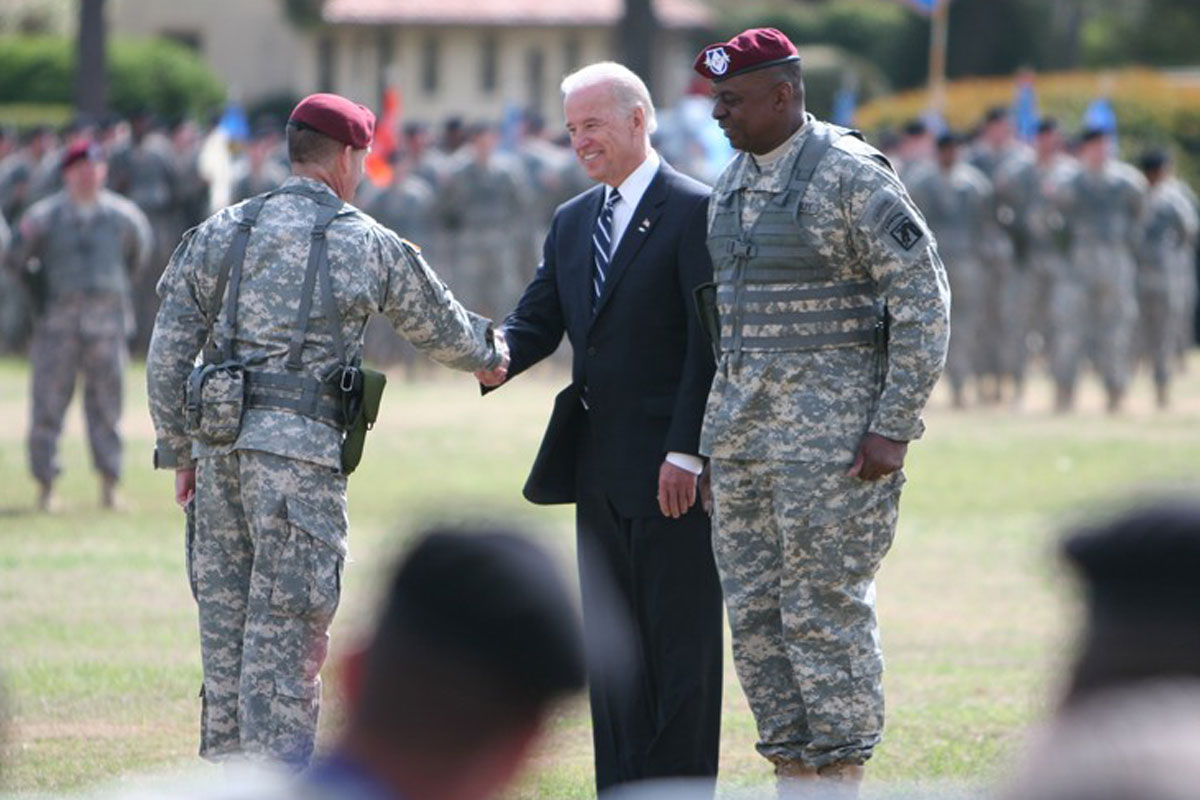 Biden And Secdef Pick Lloyd Austin Have Crisis Tested Bond Forged In The Situation Room Military Com