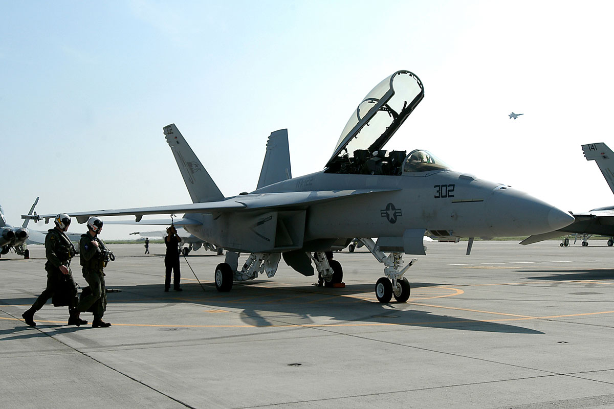 F/A-18 Hornet - Modern Military Aircraft series
