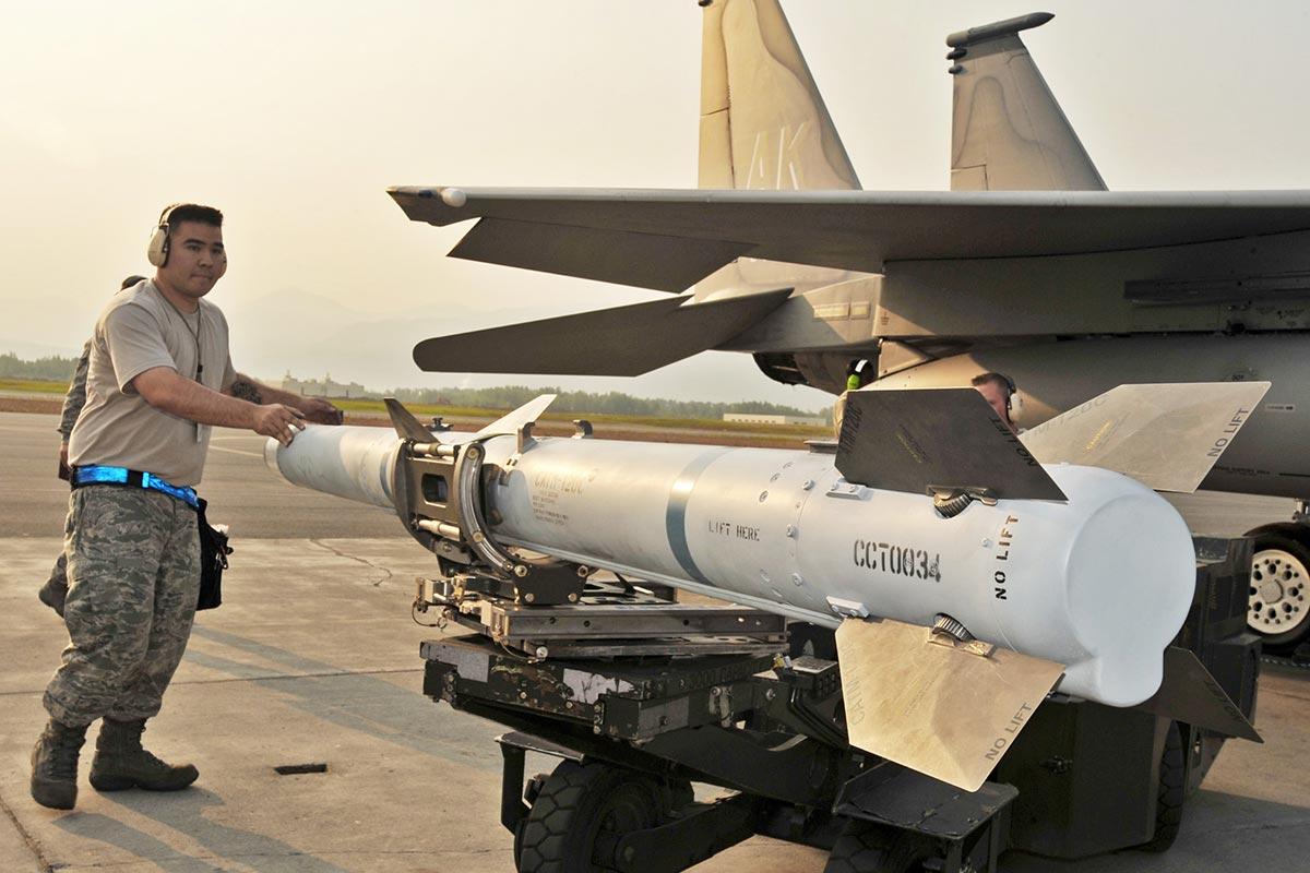 aim120 advanced medium range airtoair missile