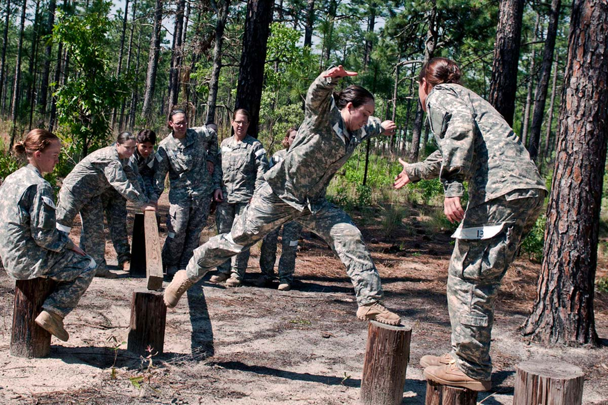 Army Of Us: A Year In, No Female SEAL Applicants, Few For SpecOps