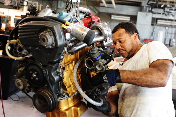 Auto Repair Checking And Packing Wheel Bearings