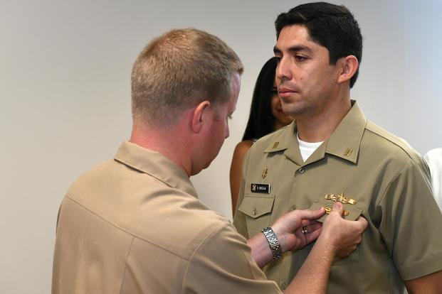 Peruvian Lt. Eder Suclla, right, was awared the Surface Warfare Officer (SWO) qualification by USS Zephyr (PC 8) Commanding Officer Lt. Cmdr. (U.S. Navy/Mass Communication Specialist 2nd Class Michael Hendricks)