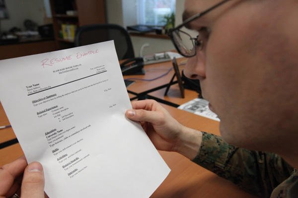 Bring Resume To Interview.10 Things To Bring To A Job Interview Military Com