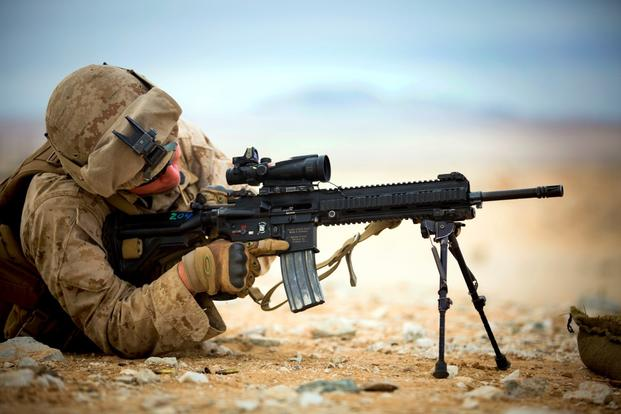 A Navy corpsman performs immediate action on the M27 Infantry Automatic Rifle at Marine Corps Air Ground Combat Center in Twentynine Palms, Calif., Jan. 20, 2015. (U.S. Marine Corps photo)