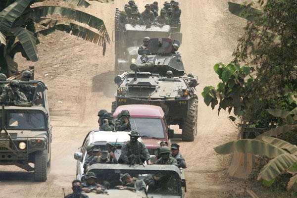 A convoy of Filipino and U.S. troops negotiate a dirt road in Jolo province, southern Philippines on March 3, 2007 (Aaron Favila/AP)