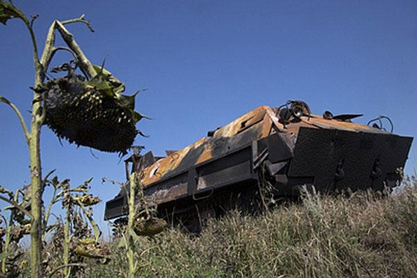 A pro-Russian fighters' APC stands abandoned near the city of Lisichansk, Luhansk region, eastern Ukraine on July 26, 2014. (AP Photo/Dmitry Lovetsky)