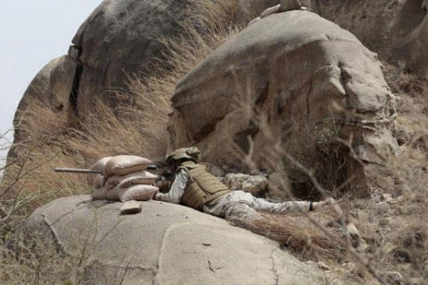 In thos Monday, April 20, 2015 file photo, a Saudi soldier aims machine-gun from behind sandbag barricade in the border with Yemen in Jazan, Saudi Arabia (AP Photo/Hasan Jamali, File)