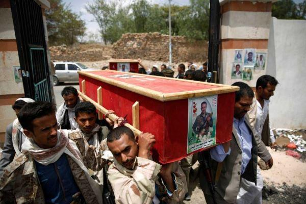 Shiite rebels known as Houthis carry the coffin of a fellow Houthi who was killed in a Saudi-led airstrike, during his funeral in Sanaa, Yemen, Sunday, June 7, 2015./AP Photo.