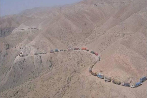 A supply convoy snakes its way through the mountains of Afghanistan.(Photo: Army)