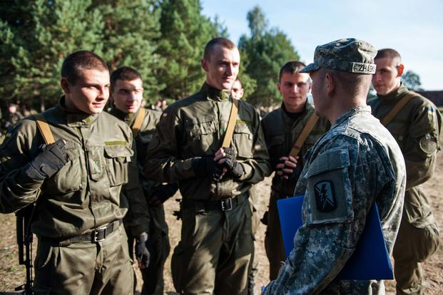 U.S. Army Spc. Zhabka Aleksey, a California National Guard Soldier from the 223rd Military Intelligence Battalion talks to Ukrainian National Guard Soldiers during Exercise Rapid Trident in 2014 in Yavoriv, Ukraine. (Army Photo: Spc. Joshua Leonard)