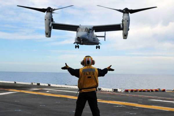 Osprey lands on the US.S Makin Island