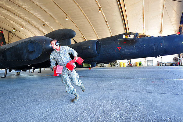 Staff Sgt. Sigfred, a U-2S reconnaissance aircraft maintainer, removes aircraft blocks prior to the departure of a U-2S at an undisclosed location in Southwest Asia, Dec. 10, 2015. (U.S. Air Force/Staff Sgt. Kentavist P. Brackin)