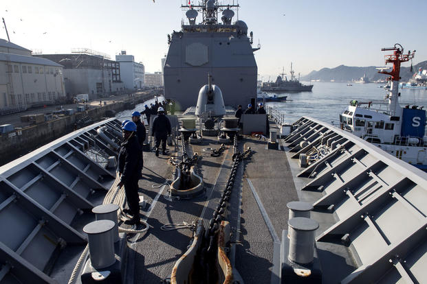 Sailors aboard Ticonderoga-class guided-missile cruiser USS Lake Champlain (CG 57) moor pierside for a port visit in Sasebo, Japan, March 3, 2017. (U.S. Navy photo/Mass Communication Specialist 2nd Class Nathan K. Serpico)
