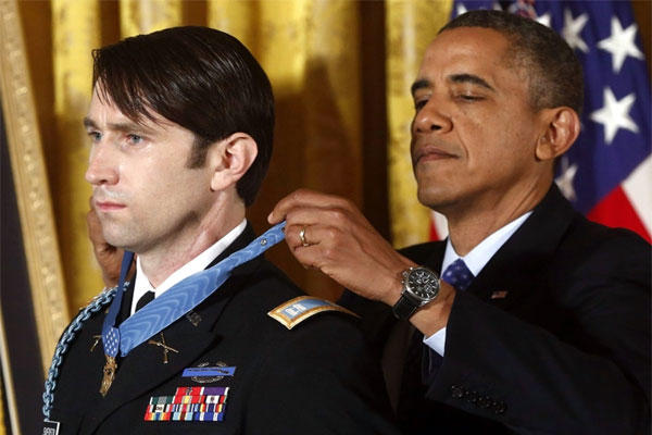 President Barack Obama awards the Medal of Honor to former Army Capt. William D. Swenson of Seattle, Wash., during a ceremony in the East Room at the White House in Washington, Tuesday, Oct. 15,