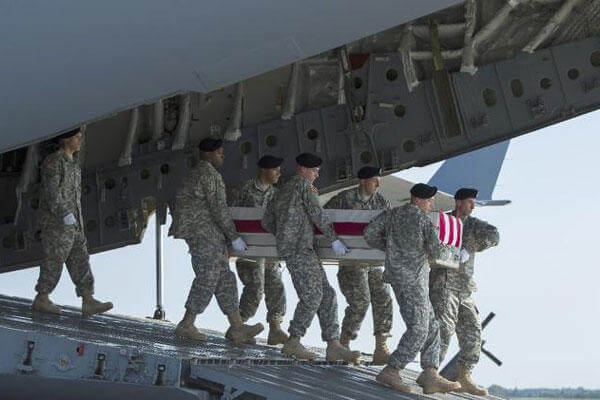 An Army carry team transfers the remains of Army Maj. Gen. Harold Greene, Thursday, Aug. 7, 2014, at Dover Air Force Base. (AP Photo/Evan Vucci)