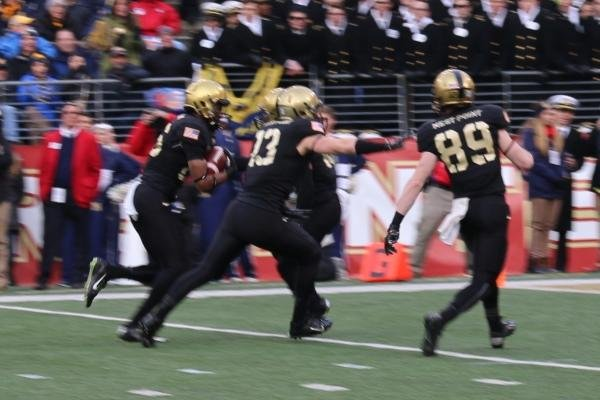 Army's Josh Jenkins returns a blocked punt for a touchdown. (Military.com/Steve Whitman)