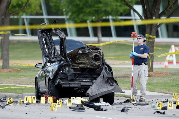 FBI crime scene investigators document evidence outside the Curtis Culwell Center, Monday, May 4, 2015, in Garland, Texas. (AP Photo/Brandon Wade)