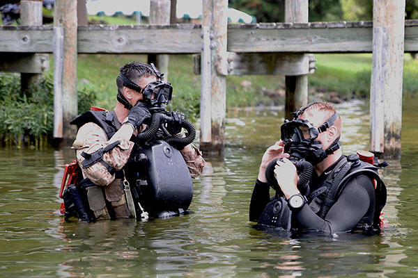 Gunnery Sgt. Zachary Burgart and Master Sgt. Brad Colbert, combatant divers training in Lake Anna, Va. (U.S. Marine Corps/Carden Hedelt)