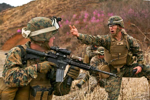 U.S. Marines Corps 1st Lt. Stefan A. Gliwa, right, commands his platoon to advance during Exercise Ssang Yong 14 in Suesongri, South Korea, March 26, 2014. (U.S. Marine Corps photo by Sgt. Anthony J. Kirby/Released)