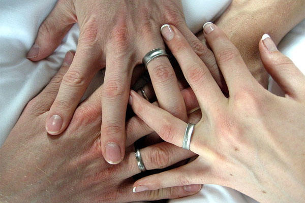 hands with wedding rings militarycom - Military Wedding Rings