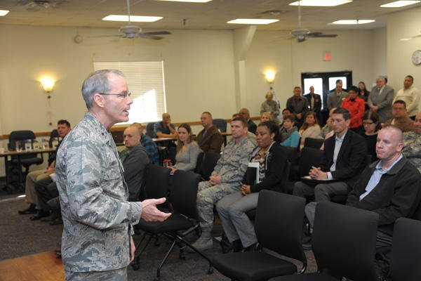 Workshop helps military members with transition to civilian sector.
